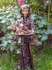 """Skulptur: """"Die Rosenträgerin"""""""