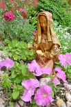 """Skulptur von Myrthyra: """"Frau mit Rose"""""""