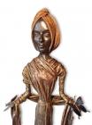 """Skulptur: """"Frau mit Schmetterlingen"""""""