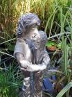 "Skulptur: ""Umarmung"""